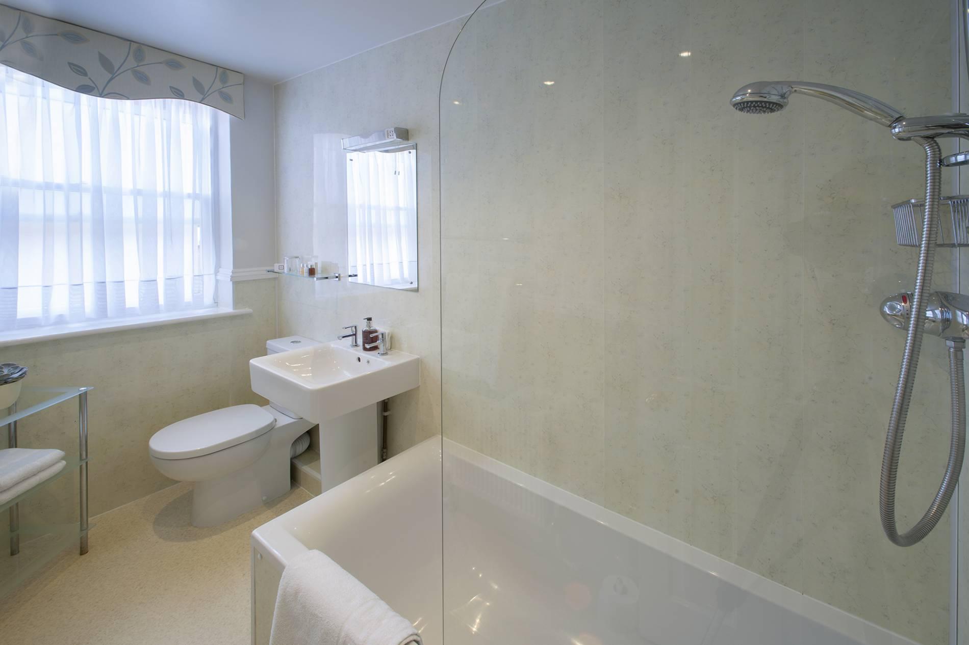 Yorke Lodge Bed and Breakfast Canterbury Kent  family room en suite bathroom 0001