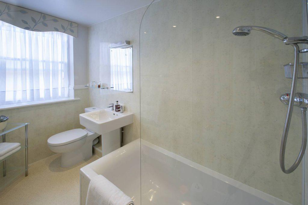 Yorke Lodge B&B Canterbury Kent bathroom