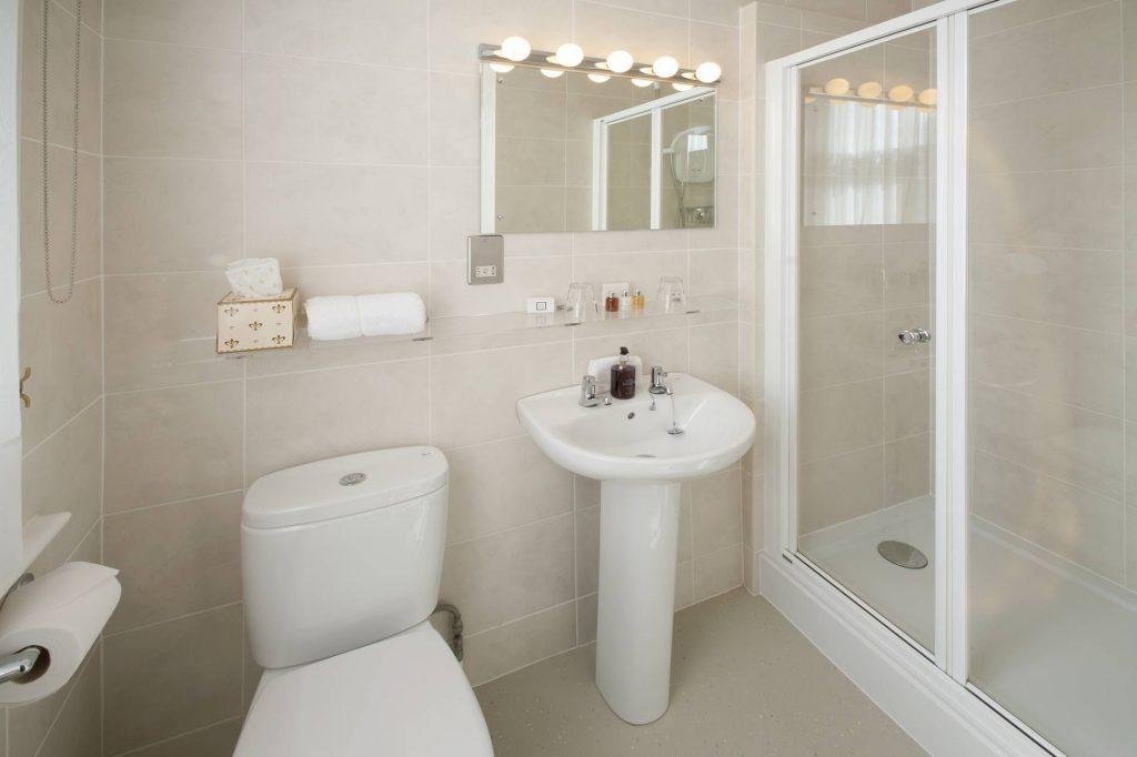 Yorke Lodge Bed and Breakfast Canterbury Kent bathroom
